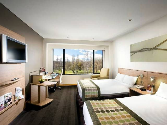 Crowne Plaza Canberra - Accommodation NSW