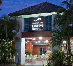 Runaway Bay Tavern - Accommodation NSW