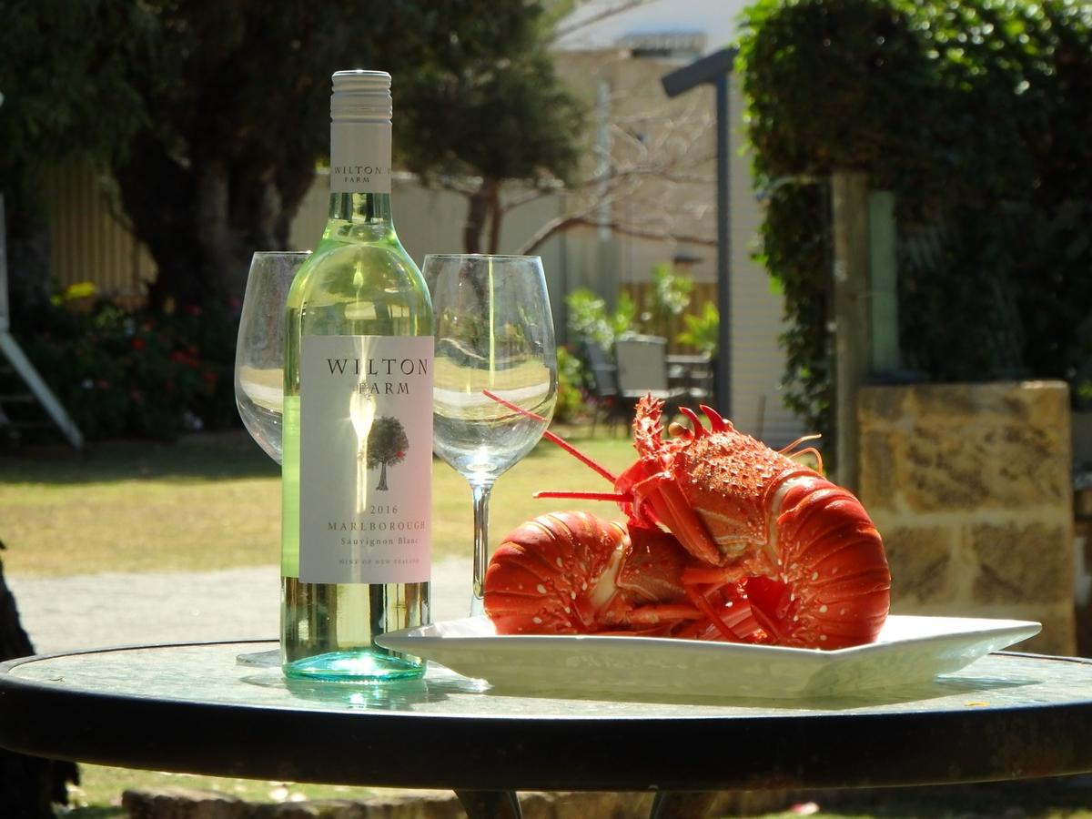 Lazy Lobster Holiday Units  Chalets - Accommodation NSW